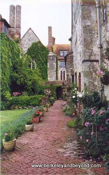 AmberleyCastle-Lane-scan-400pix(cCaroleTerwilligerMeyers)