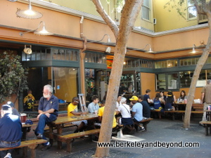 Berkeley-La Val's-interior courtyard-9-13-400pix(c2013CaroleTerwilligerMeyers)