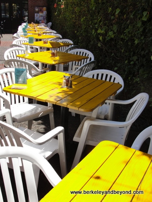 BERKELEY-Cafe Panini-yellow tables outside-c2014-Carole Terwilliger Meyers-400pix