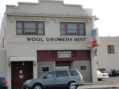 LOS BANOS-Wool Growers Restaurant-Exterior-400pix(c2013CaroleTerwilligerMeyers)