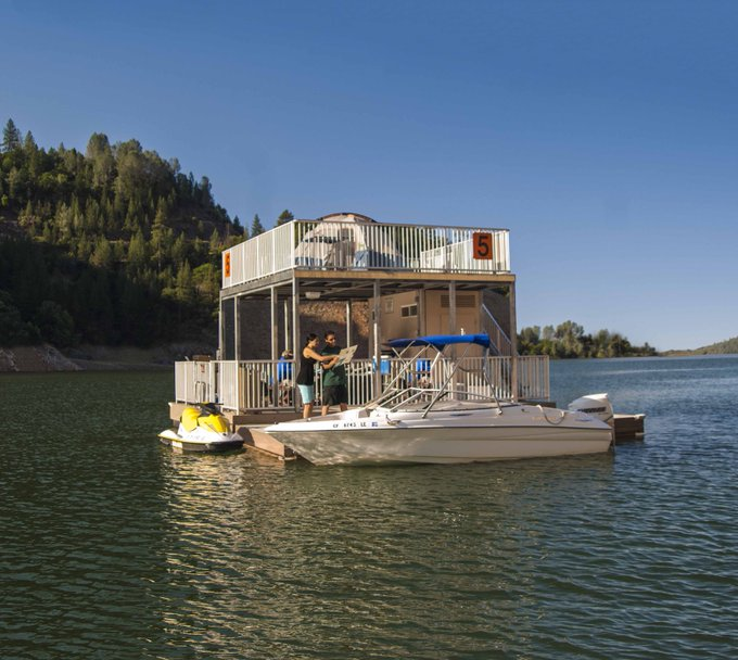 Lake Oroville-floating houseboat