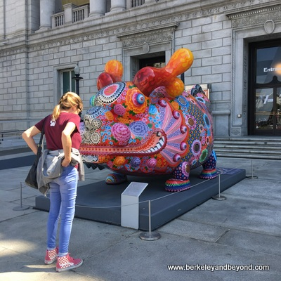 SF-Asian Art Museum-exterior-sculpture-c2018 Carole Terwilliger Meyers-400pix