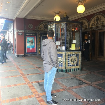 SF-Castro-Castro Theater-entrance-c2018 Carole Terwilliger Meyers-400pix
