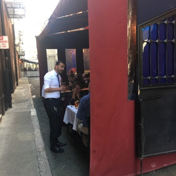 SF-Claude Lane-Cafe Claude-alley seating-c2018 Carole Terwilliger Meyers-350pix