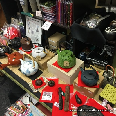 SF-Japantown-West Mall-Asakichi Antique, Arts, & Tea Ceremony Store-teapots-c2016 Carole Terwilliger Meyers-400pix