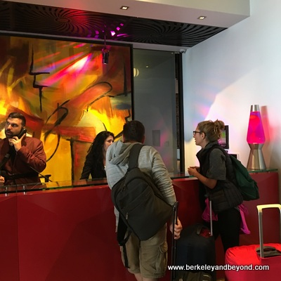 SF-Hotel Zeppelin-check-in desk 1-c2016 Carole Terwilliger Meyers-400pix