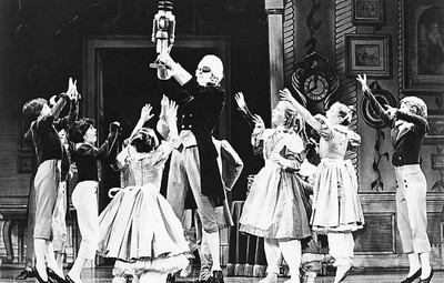 SF-AnnualEvents-Nutcracker-B&W-PR-scan-400pix(cArne Folkedal, San Francisco Ballet)