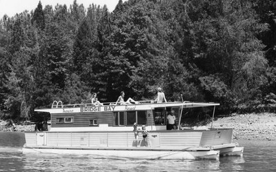 SHASTA LAKE-HOUSEBOAT-Bridge Bay-B&W-PR-scan-400pix(pr Shasta-Cascade Wonderland Assoc.)