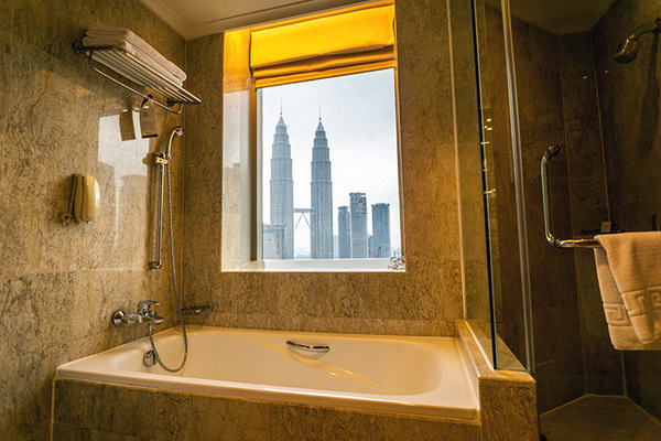 27-loos with a view-Kuala Lumpur-Hotel Pullman-c James Kelley-600pix