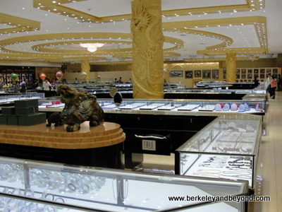 CHINA-BEIJING-jade store-overview-c2015 Carole Terwilliger Meyers-400pix